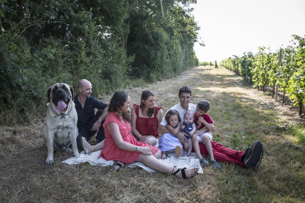 1A9A4718Photo de famille dans les vignes 11