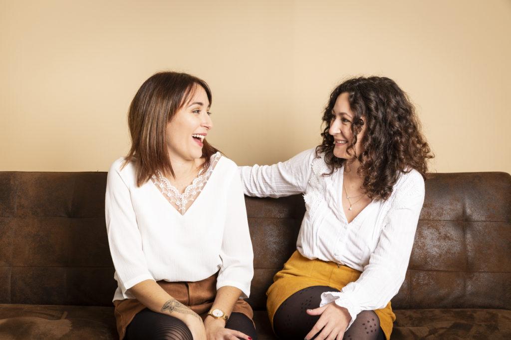 Deux soeurs au studio photo 1